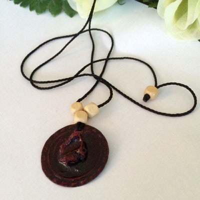 Stoere touwketting met ronde hanger - rood/zwart - K.009