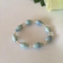 Kinderarmbandje van smalle beads - lichtblauw - A.011 -