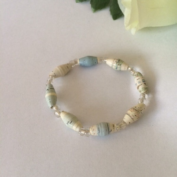 Kinderarmbandje van smalle beads en kleine kraaltjes - off white gemêleerd - A.010 -