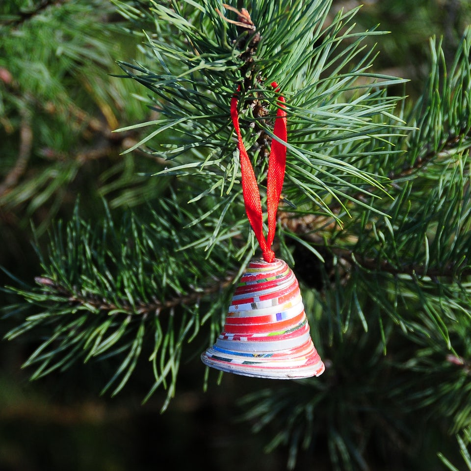 Kerstbel 5cm van gerecyclede cornflakes doos