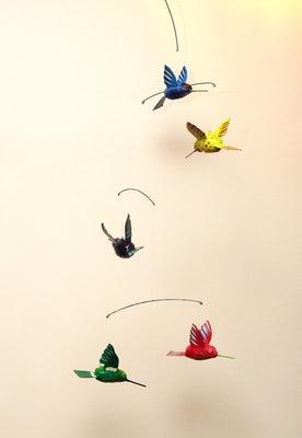 Mobile V met 5 kolibries