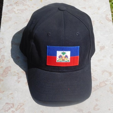 Zwarte pet met vlag Haiti en HAITI in goud op de achterkant