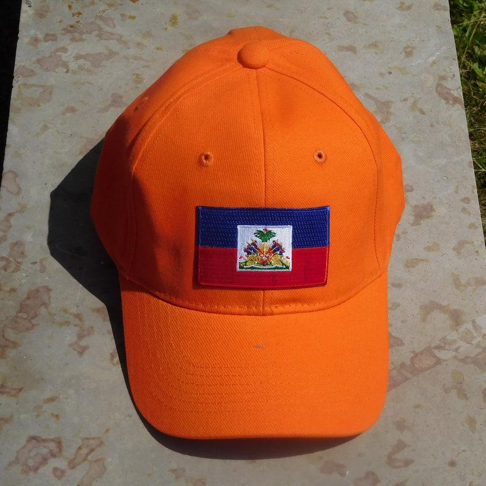 Oranje pet met vlag Haiti en HAITI in goud op de achterkant