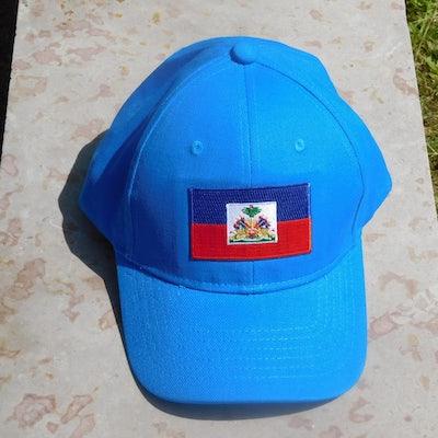 Aqua (blauw) pet met vlag Haiti en HAITI in goud op de achterkant