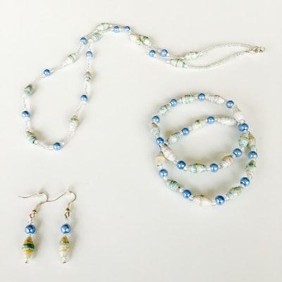 Ketting + 2 armbanden + oorbellen - lichtblauw - S.006 -